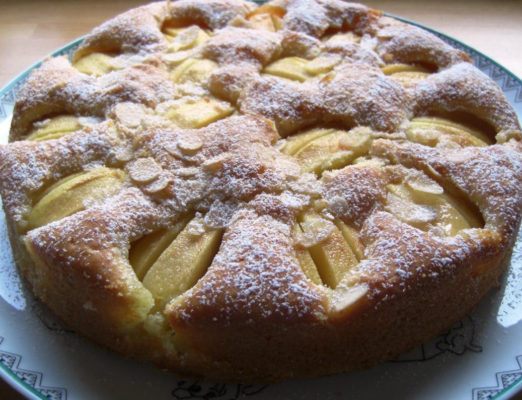 Apfelkuchen mit Puderzucker