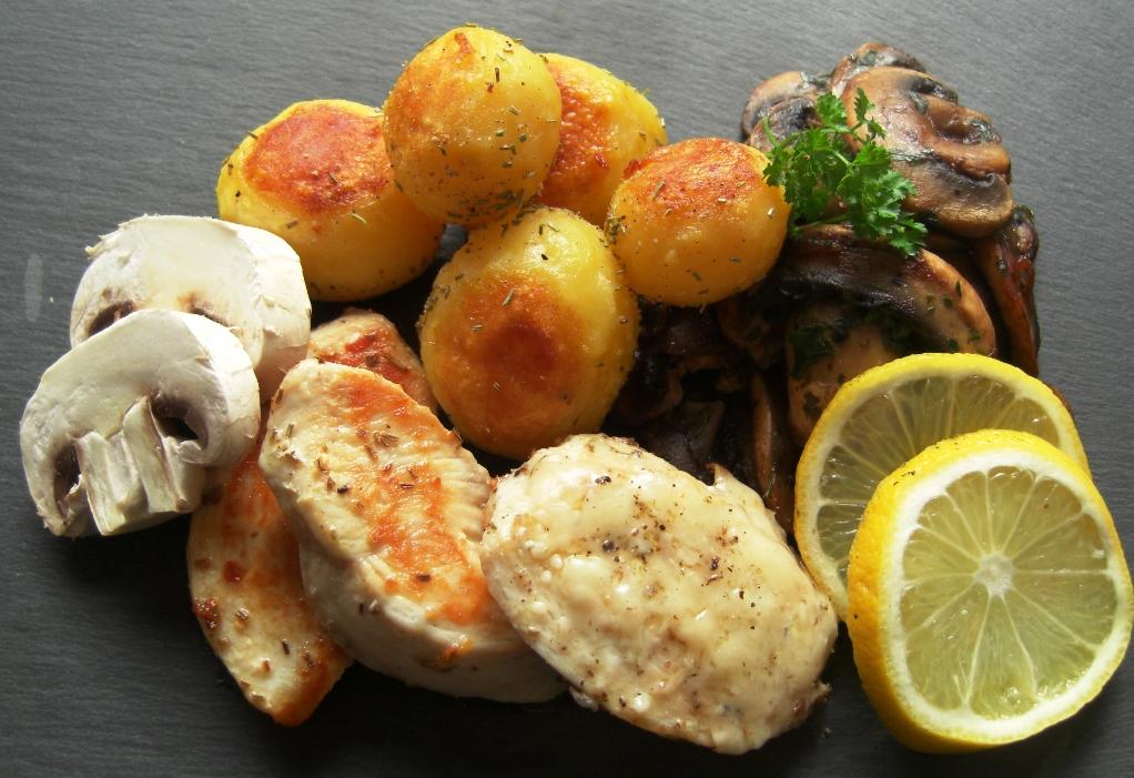 Parmesanfilet mit Pilzgemüse und Rosmarinkartöffelchen