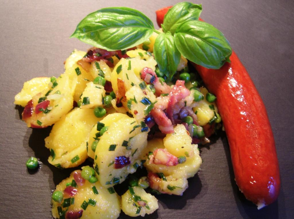 Warmer Kartoffelsalat mit Rindswurst